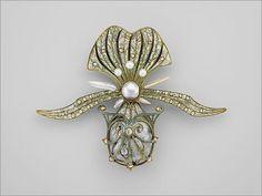 Art Nouveau gold, enamel, diamond and pearl brooch
