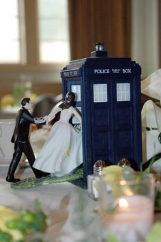 I want to get married just so I can have a version of this on my cake... geek, wedding cake toppers, wedding topper, tardi, getting married, doctor who wedding, wedding cakes, groom cake, future wedding