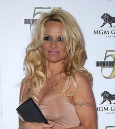 Pamela Andersons bombshell curls
