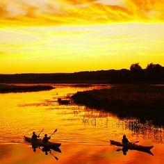 Kayaking at sunset along Quaboag Pond in Brookfield, Massachusetts. Photo by Les Gardner #Massachusetts #VisitMA #sunset #sunsetlovers