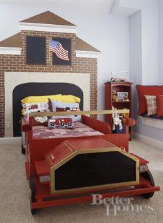 Very creative fire truck bedroom decor