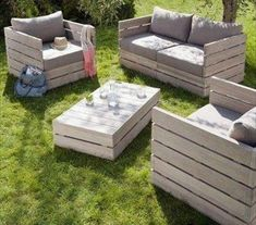 pallet sofa and chairs - LOTS of pallet ideas here!