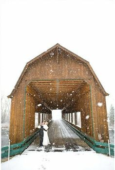 I always thought a winter wedding would be so romantic!