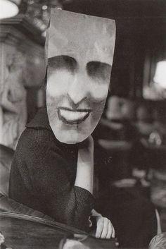"""Masquerade"" de Saul Steinberg, photos par Inge Morath."