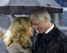 Very sweet photo of Bill Clinton and Chelsea