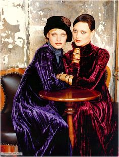 love the pose, but not so much the crushed velvet.   Shalom Harlow and Amber Valetta