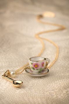 Mary - 40s Fancy Porcelain Flower Teacup Necklace