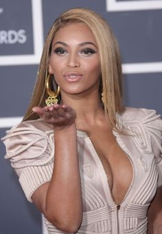 Beyonces sleek and sexy long hairstyle