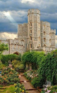 Windsor Castle (Rose Garden), Windsor, England Flickr - Photo by Bobrad