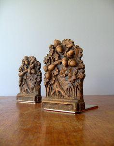 Vintage acorn bookends.