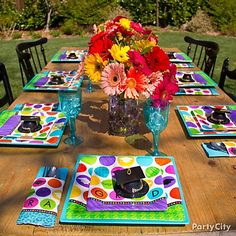 Colorful Commencement grad party table ideas