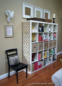 {Decor} NC Home Tour Part I � Expedit Bookcase www.meredithandtheneworkie.com/2012/02/expidit-love.html