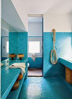 blue tile bathroom - via La Maison Boheme blue bathroom tile, color blue, beach houses, tiling bathroom, tile bathroom, kid bathrooms, blue tiles, tiled bathrooms, pool bathroom