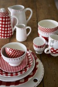 Gingham dishes with stitching trim....comes in blue, too.