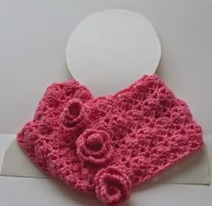 Roses #crochet cowl free pattern from @craftybegonia