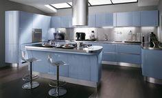 shiny light blue kitchen: an alternative to red?