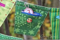 Make a Christmas Banner with Zipper Pockets for Goodies