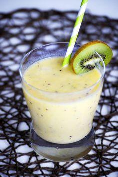 Kiwifruit and Mango Smoothie