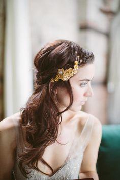 Golden hair pin