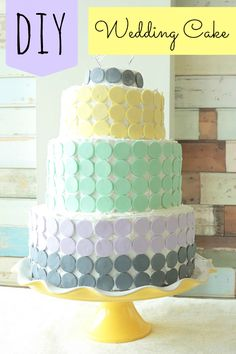 You can make this DIY Wedding cake for $1 per slice! Perfect for a small wedding! #weddingcake