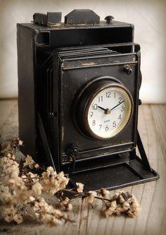 """""""Antique camera"""" clock"""