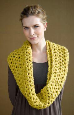 Easy crochet cowl!