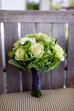 green and white bridesmaid bouquet with roses, hydrangea and berries | photo: larissacleveland.com