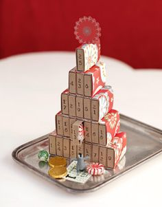 Use ordinary grocery-store matchboxes to count down the days till Christmas.