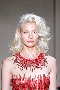 Marilyn Monroe-inspired hairstyle