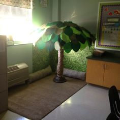 """Classroom Reading Tree.  Could put in the library corner - each child could write a book review on a leaf?  """"Grow with Reading"""" ???"""