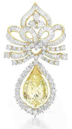 Colored diamond brooch - Christie's
