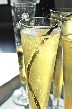 sparkler, 10minut happi, thanksgiving menu, new recipes, vanilla pear, cocktail, drink bar, vanillapear cava, christmas drinks