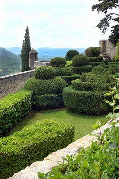 Ansouis Château, Entry Garden