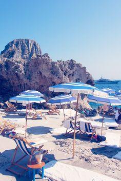 Champagne in Capri #capri #summer