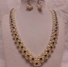 V-pearls by ginamoody1, via Flickr ginamoody1 jmp, bead necklac, necklac gorgeous, beadwork, jewelri project, pearl necklaces, bijou, jmp memeb
