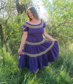 Frau Señorita // 70s Mexican Peasant Dress with European Folk Trim // Off Shoulder // Purple Cotton Elastic Waist