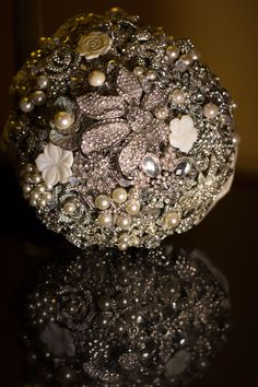"BOUQUET: ""Bling"" Brooch Bouquet  http://www.photoartbylu.com/"