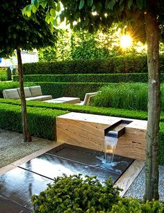 A travertine-and-bronze fountain melds with a hedge in Giubbilei's 2009 Chelsea Flower Show garden.