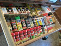 FREE way to make drawer spice organizer - I LOVE my spice cabinet, but I'm very tempted to switch to this idea - best of all it's FREE - by Fake-It Frugal: In-Drawer Spice Organizer - #organization #spicedrawer #kitchen #DIY #HomeTips tå√