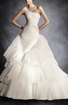I just love the cut of this dress!