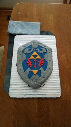 A Redditor's Fiancee a Legend of Zelda: Hylian Shield Cake for his birthday