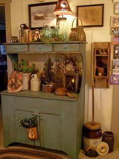 wonder group, primitive hutch decor, cupboard doors, prim christmas, decorating with primitives, kitchen, old cabinets, pine furniture decor, primitive decor