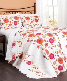 Sweet Floral Quilt - this would look adorable in a 'tween' or teenager's bedroom.