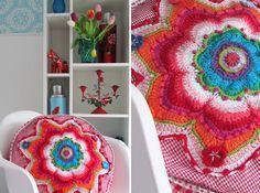 crochet / beautiful and colourful cushion