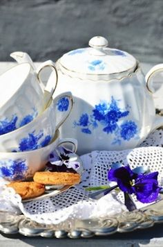 Tea set in blue and white. :)