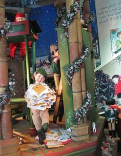 Santa and His Elves in the 2006 Lord and Taylor Holiday Window Displays | #holiday #christmas #decoration #interior #santa #movie #theme #animatronics #lights #retail #icsc #cre | arkansasconstruction.co and Facebook.com/cni.arkansas