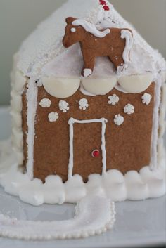 Yummy gingerbread cookie and house recipe and royal icing recipe- perfect for a party!