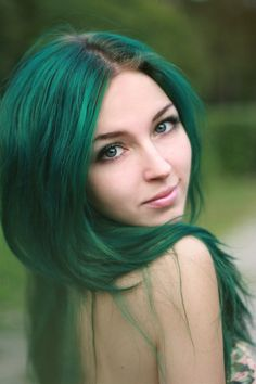 I think this is a really pretty green but its something that probably only she can pull off xD