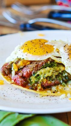 Mexican-spiced flank steak and eggs with guacamole and cheese on corn tortillas. Easy to make. Makes a great breakfast / brunch, or dinner!