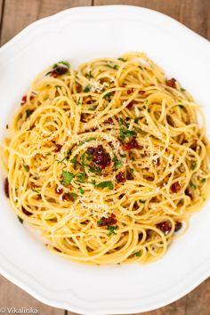 Spaghetti alla Siciliana (spaghetti with sun-dried tomatoes, garlic and parsley) #italian #pasta #spaghetti